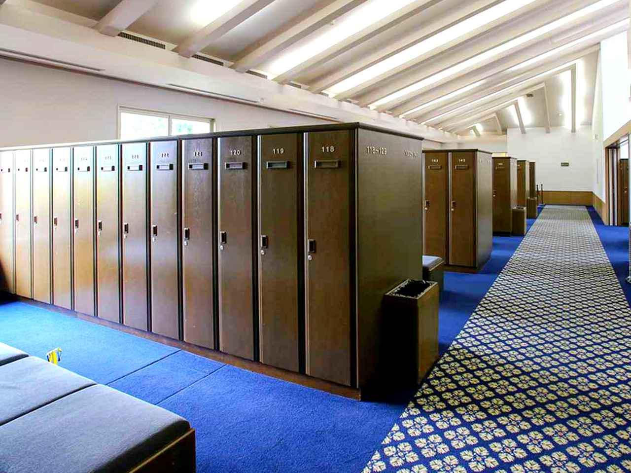 画像: ロッカールーム。男性124本、女性50本、兼用74本