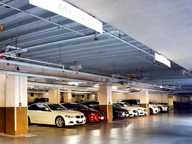 画像2: クラブハウスの下には全車両が入る屋根付き駐車場