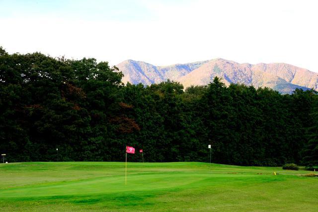 画像: 2番(100ヤード)晴天だと那須岳も望める! 左OBは浅いのでご注意を