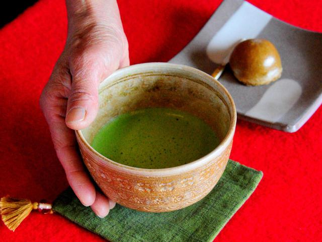 画像: アウトの茶店では抹茶サービスもあります