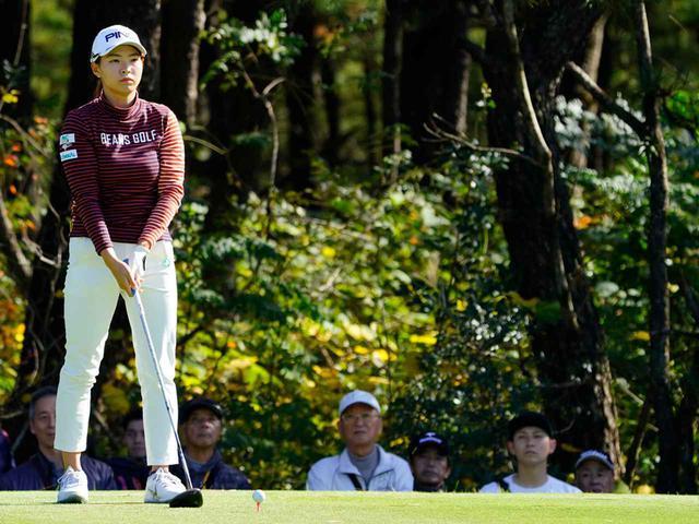 """画像36: 【プレショットルーティン調査】女子プロゴルファー上位32人をチェック! 2タイプに分かれた""""アドレスの入り方"""""""