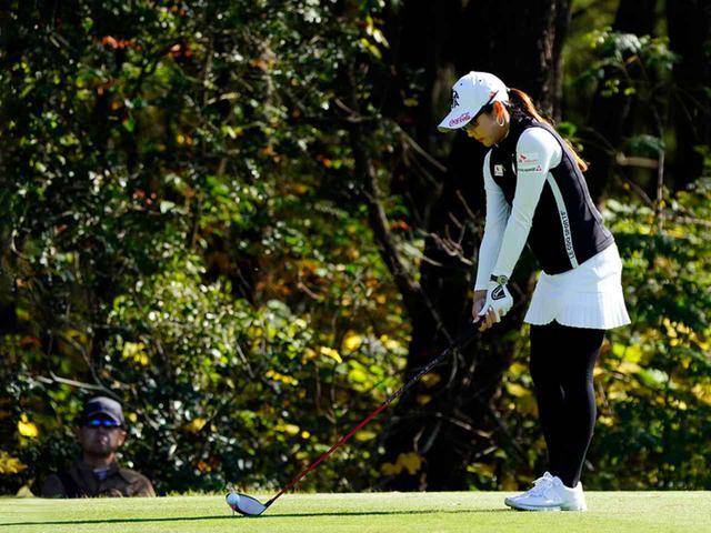"""画像61: 【プレショットルーティン調査】女子プロゴルファー上位32人をチェック! 2タイプに分かれた""""アドレスの入り方"""""""