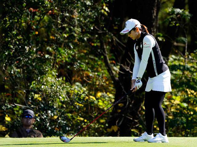 """画像63: 【プレショットルーティン調査】女子プロゴルファー上位32人をチェック! 2タイプに分かれた""""アドレスの入り方"""""""