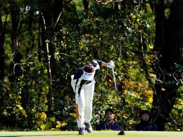 """画像17: 【プレショットルーティン調査】女子プロゴルファー上位32人をチェック! 2タイプに分かれた""""アドレスの入り方"""""""