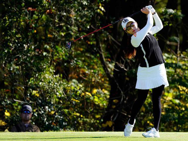 """画像64: 【プレショットルーティン調査】女子プロゴルファー上位32人をチェック! 2タイプに分かれた""""アドレスの入り方"""""""