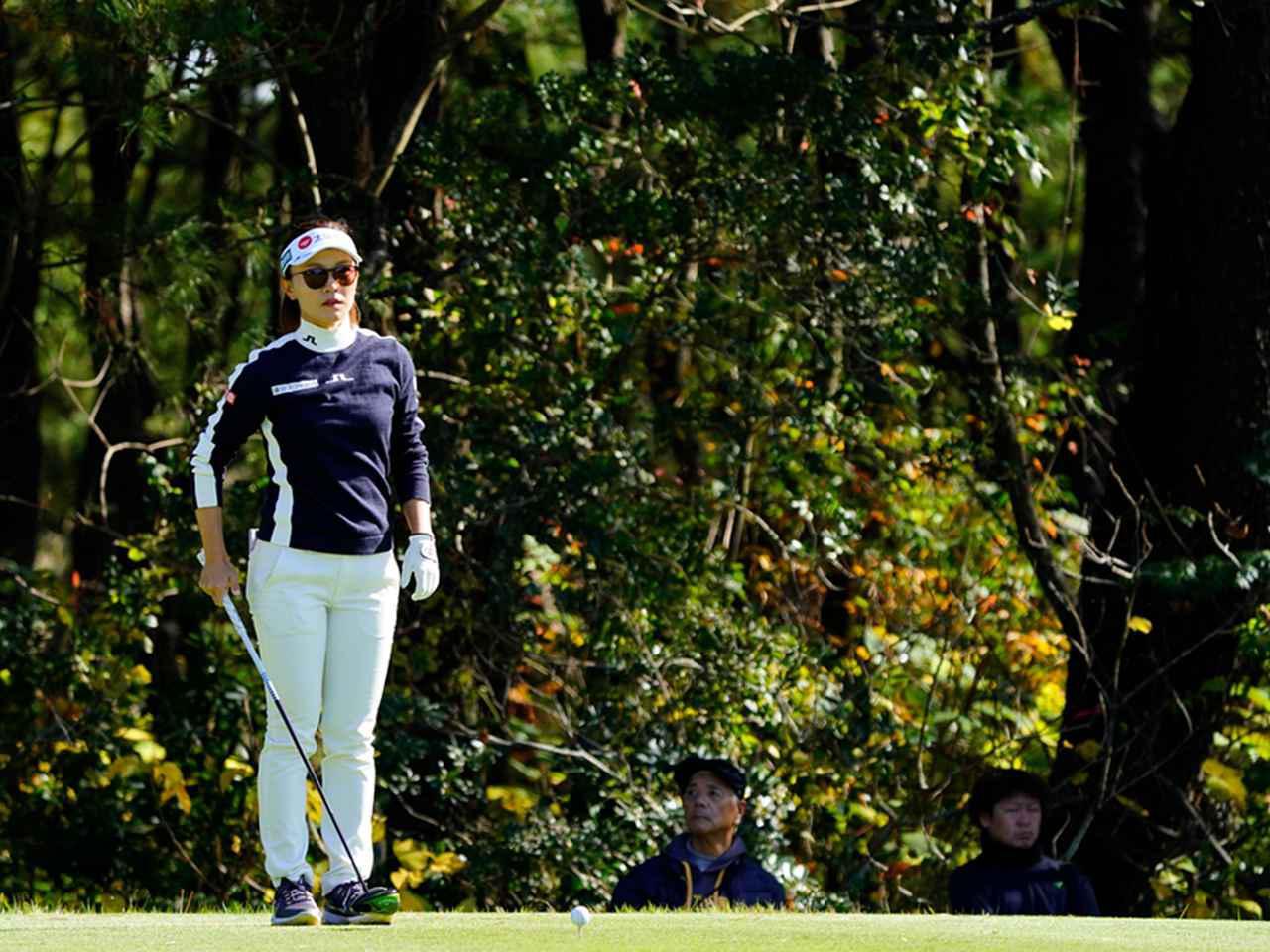 """画像19: 【プレショットルーティン調査】女子プロゴルファー上位32人をチェック! 2タイプに分かれた""""アドレスの入り方"""""""
