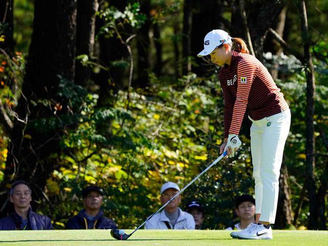 """画像34: 【プレショットルーティン調査】女子プロゴルファー上位32人をチェック! 2タイプに分かれた""""アドレスの入り方"""""""
