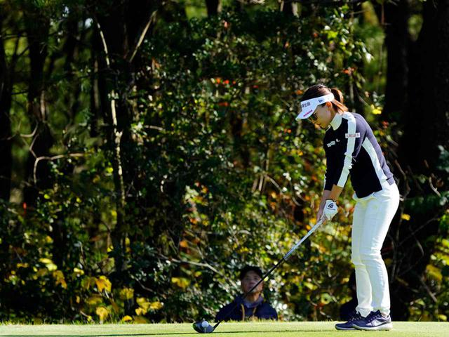 """画像22: 【プレショットルーティン調査】女子プロゴルファー上位32人をチェック! 2タイプに分かれた""""アドレスの入り方"""""""