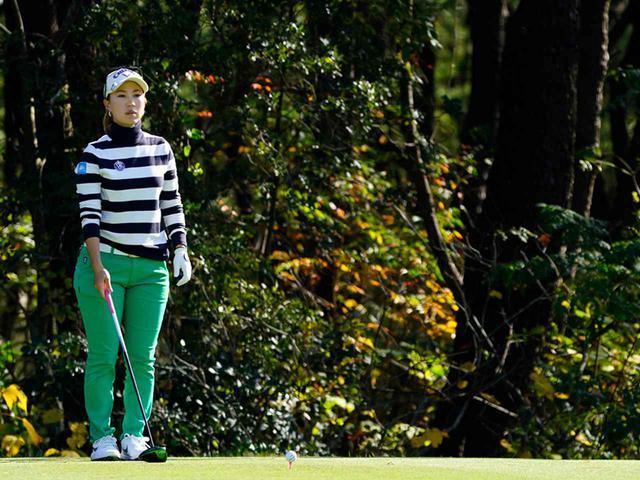 """画像43: 【プレショットルーティン調査】女子プロゴルファー上位32人をチェック! 2タイプに分かれた""""アドレスの入り方"""""""