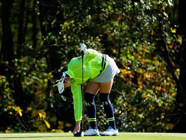 """画像25: 【プレショットルーティン調査】女子プロゴルファー上位32人をチェック! 2タイプに分かれた""""アドレスの入り方"""""""