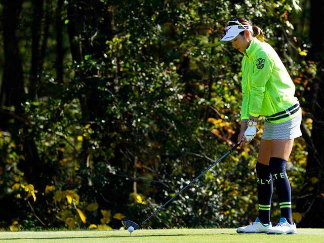 """画像31: 【プレショットルーティン調査】女子プロゴルファー上位32人をチェック! 2タイプに分かれた""""アドレスの入り方"""""""