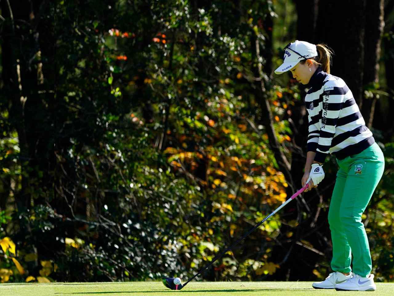 """画像47: 【プレショットルーティン調査】女子プロゴルファー上位32人をチェック! 2タイプに分かれた""""アドレスの入り方"""""""