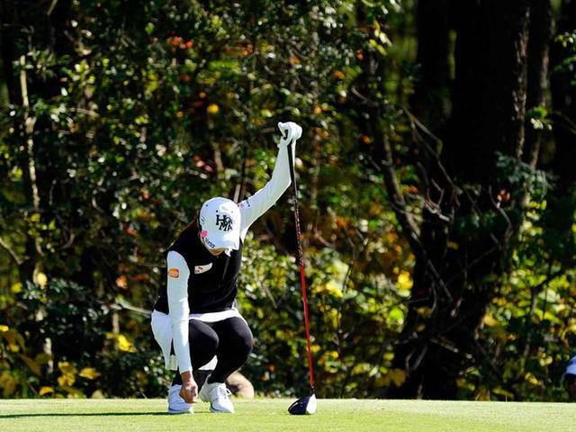 """画像57: 【プレショットルーティン調査】女子プロゴルファー上位32人をチェック! 2タイプに分かれた""""アドレスの入り方"""""""