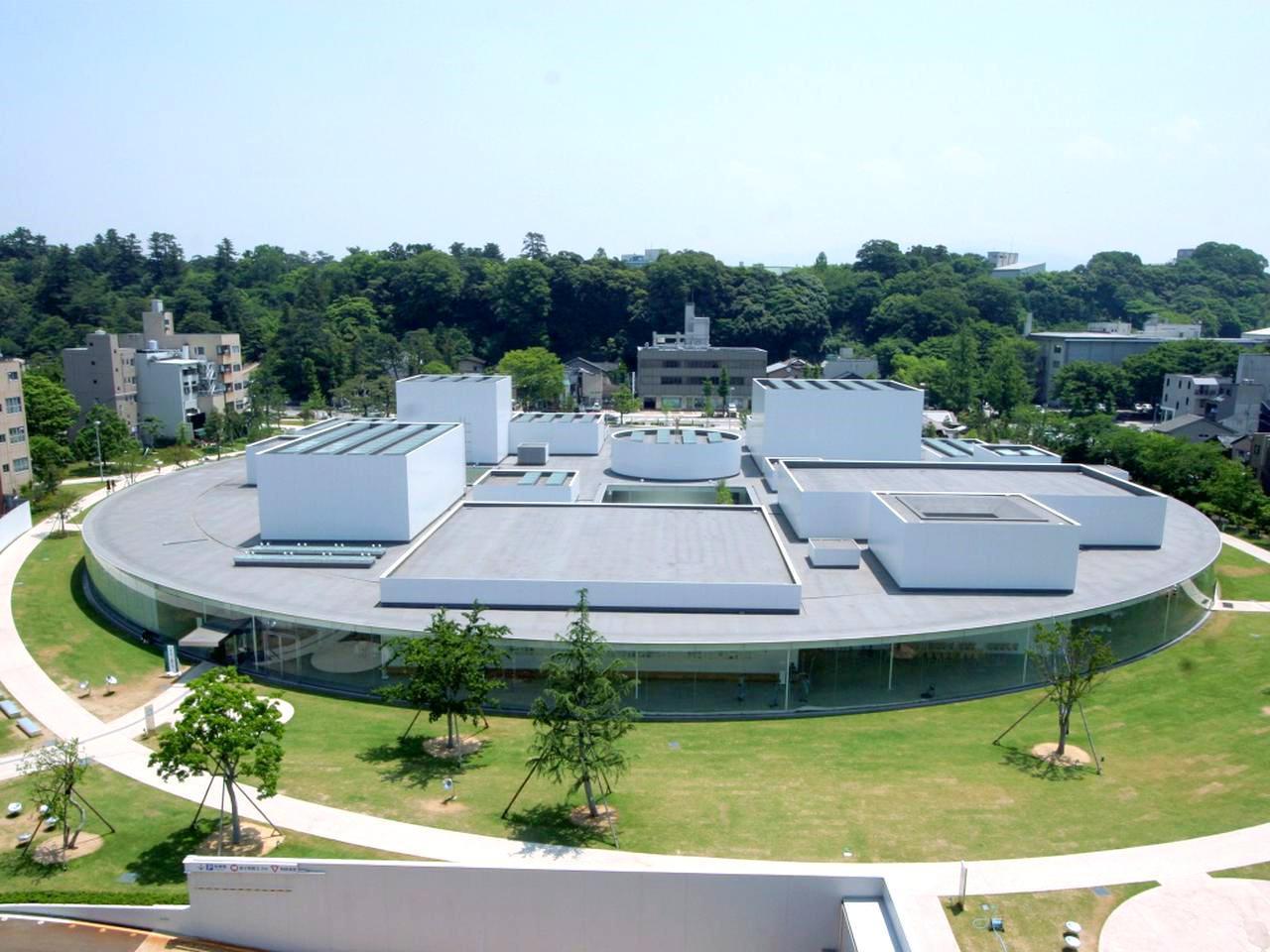 画像: 「街に開かれた公園のような美術館」をコンセプトに2004年に誕生した「金沢21世紀美術館」