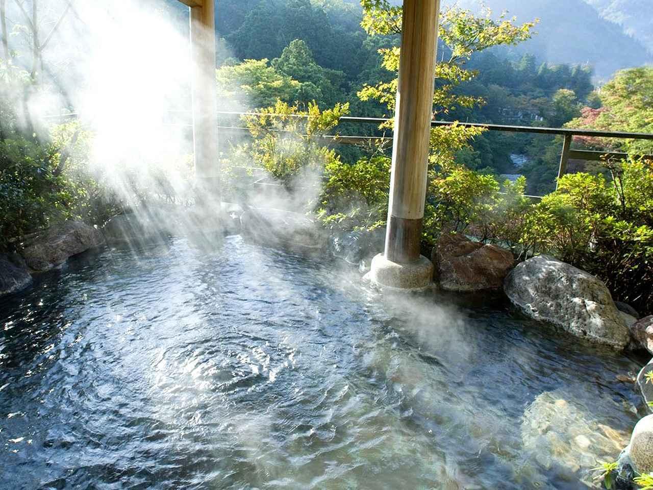 画像: 加賀温泉郷、山中温泉の5つ星旅館「花紫」。展望露天風呂