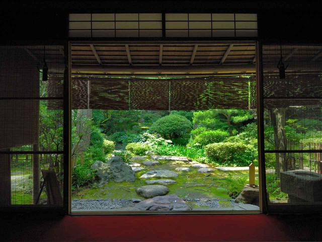 画像: 池泉回遊式庭園「西田家庭園玉泉園」は兼六園より歴史が古く、金沢最古の茶室では茶道体験も楽しめる