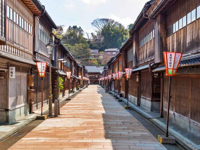 画像1: 国の重要伝統的建造物群保存地区に選定されている茶屋街「ひがし茶屋街」。小説「朱鶯の墓」(五木寛之・著)の舞台になった