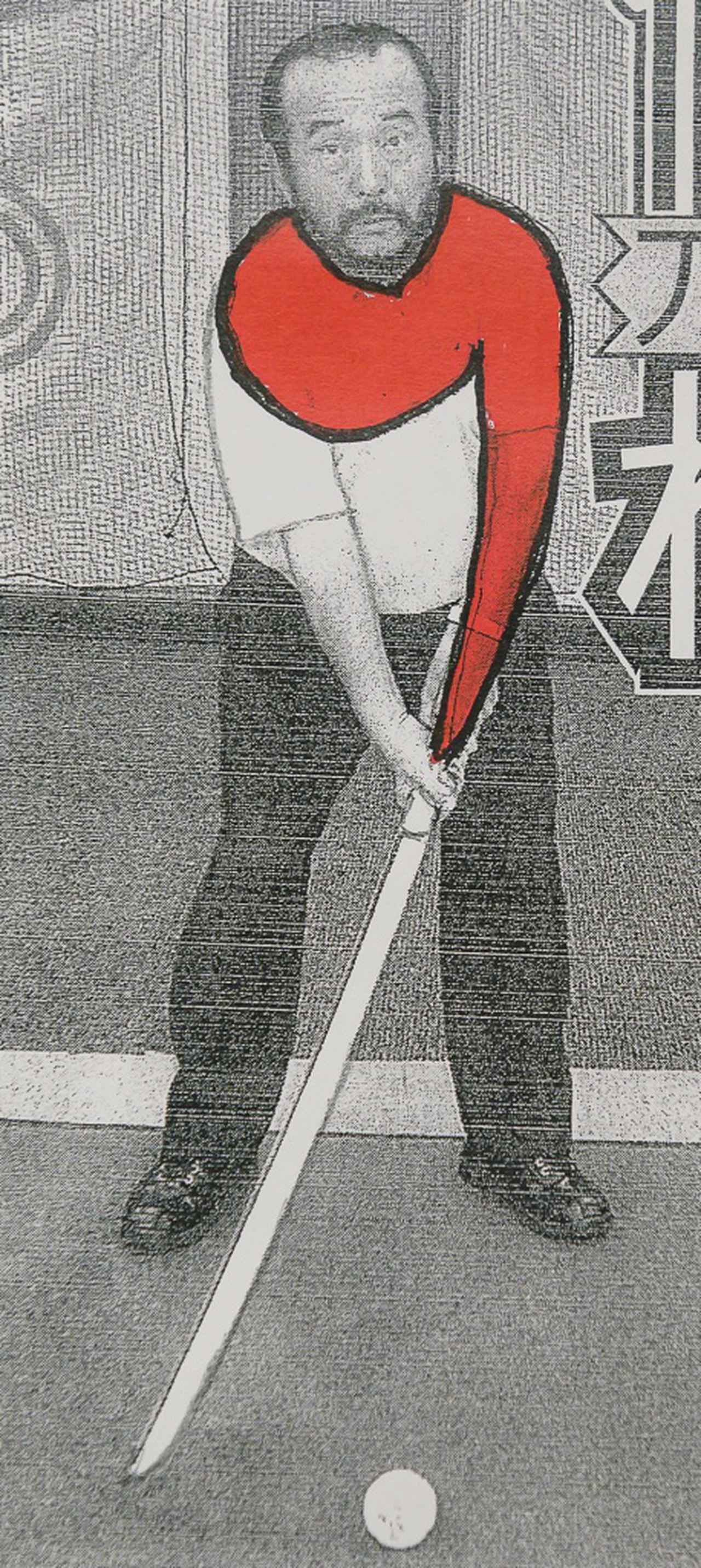 画像: 刀打法を教える篠塚先生(新聞に載ったとき)を見ていると自然に「勾玉」が見えてくる!(塗りつぶし部分)