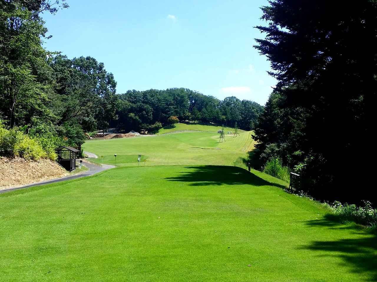画像: 入間カントリー倶楽部。ゴルフ場全体のコンディションに定評のある、丘陵林間コース