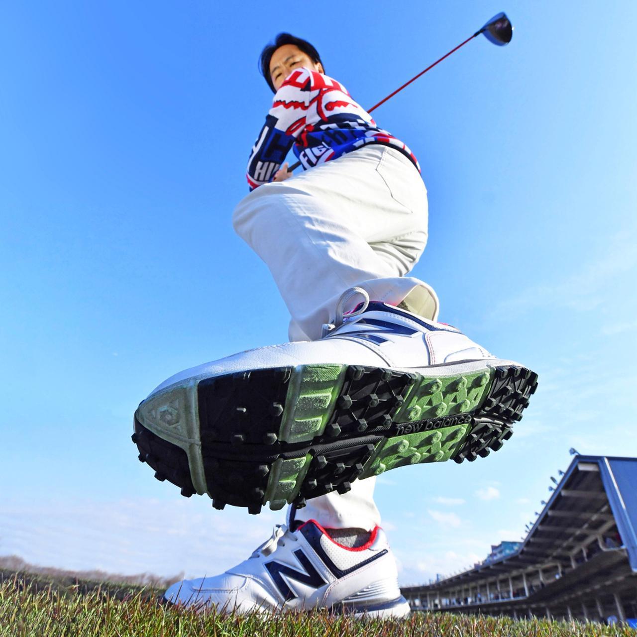 画像: 左足を踏み込んでスウィング!