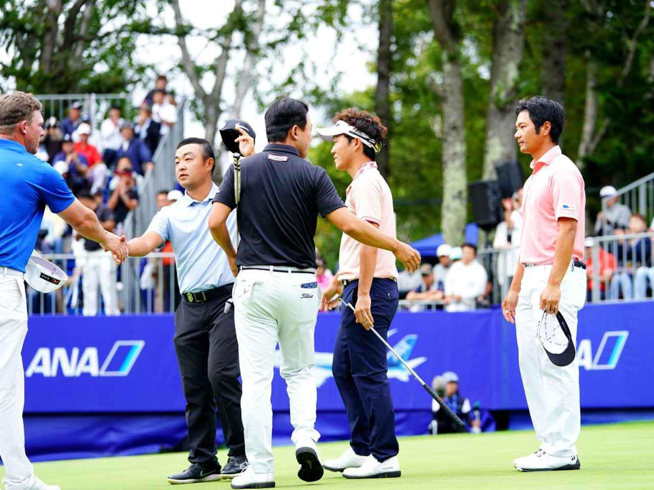 画像: 史上初5人でのプレーオフ。浅地洋佑がツアー2勝目を挙げた