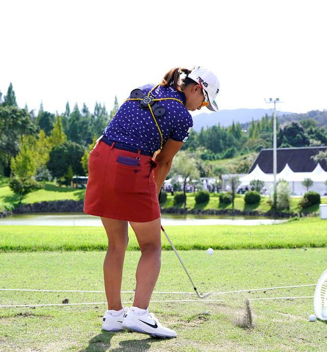 画像6: 【注目のゴルフ上達器具】渋野日向子も使用中! 体幹を使ったスウィングになって飛距離が伸びる。話題のグラビティフィット効果を検証