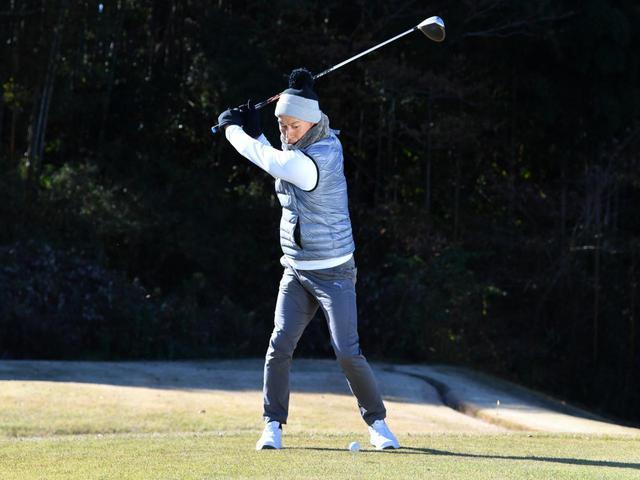 画像2: 【冬ゴルフのスコアメーク】今すぐ試したいテクニック「ティショット&セカンド編」。ベストスコアを冬に出す