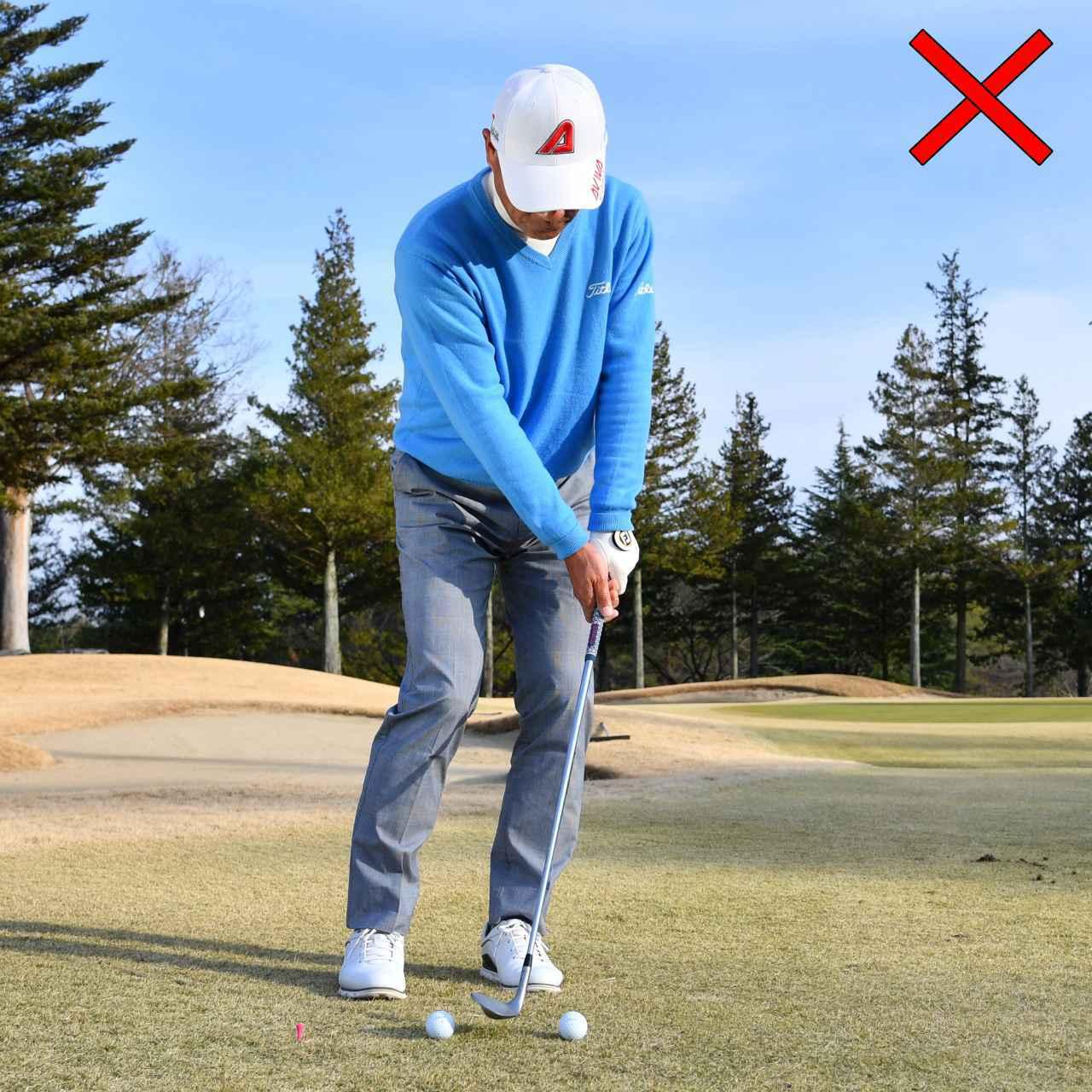 画像: 先の方のボールに当てることを意識しすぎると両手が前に出てとトップやシャンクがでる