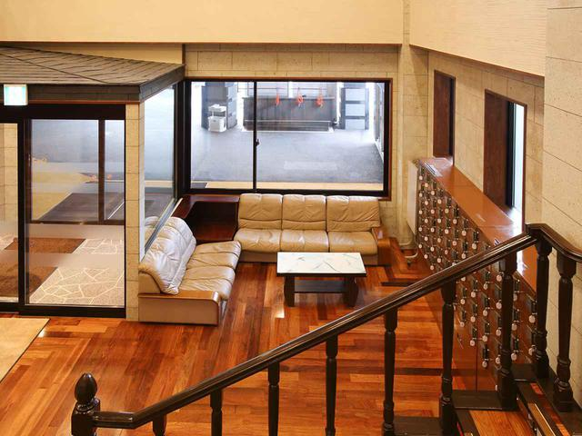 画像: スタートテラス出入り口にある1階ラウンジ
