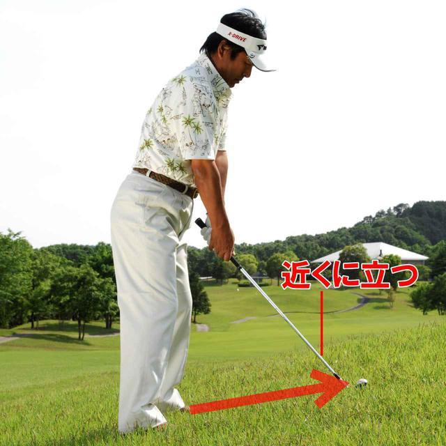 画像: 短く持っても、体とボールの距離を変えなければ意味がない。「自分とボールの距離が近くなるからミスしにくくなる、ということを忘れずに」(ユハラ)