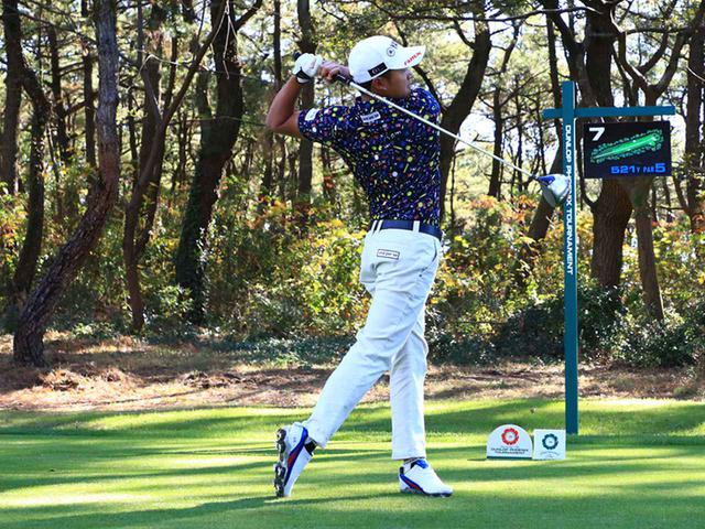 画像: 右肩が目標を指すフィニッシュ