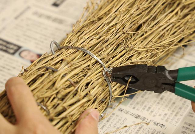 画像: 針金で補強