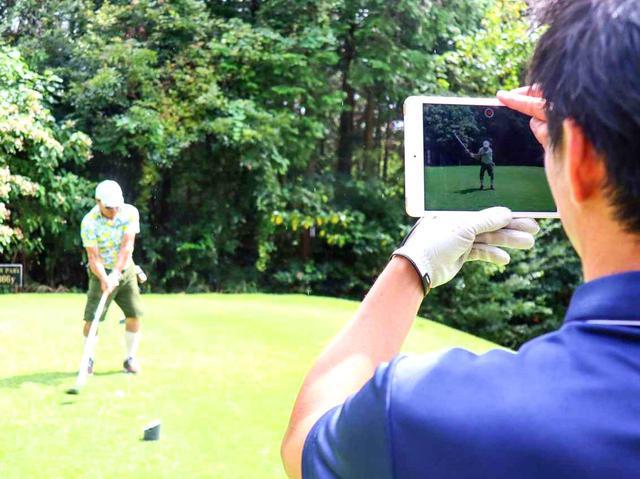 画像: 参加者全員、ラウンド中のスウィング動画を正面、後方から撮影。ビデオ解説につなげる