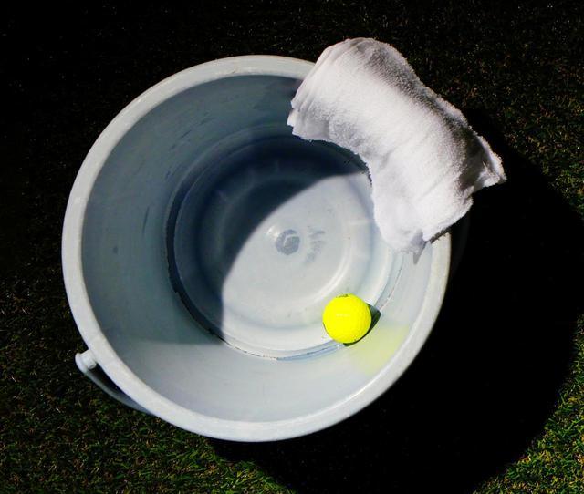 画像: カップをバケツの大きさだと思って打つ!