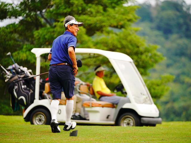 画像3: さつまゴルフリゾートでゴルフ三昧、プレーは乗用カートです。5日目にはコンペを開催