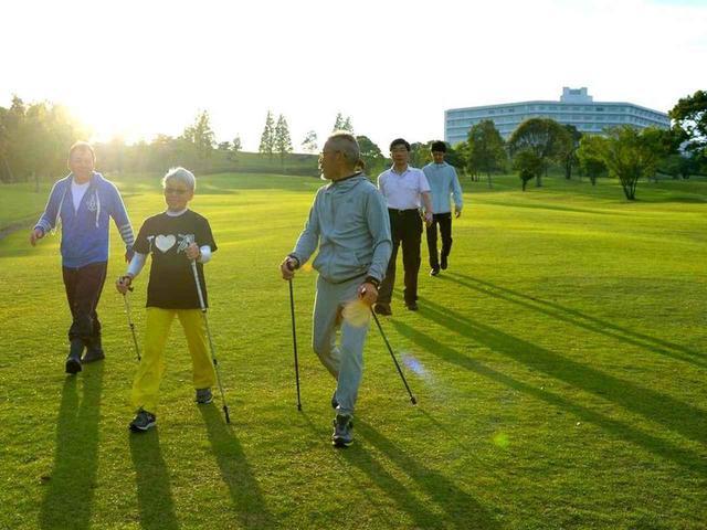 画像2: 6時に起床、軽くストレッチをした後、ゴルフ場をウォーキング