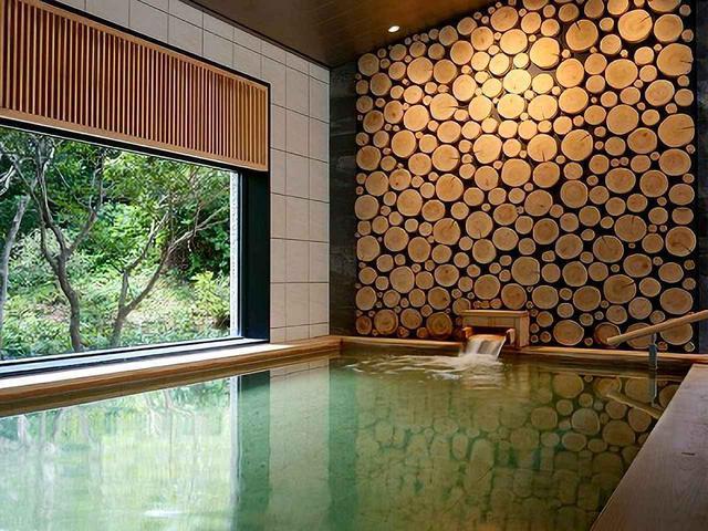画像: 敷地内から湧く天然温泉「潮騒の湯」、ミキモト コスメティックと共同開発した「真珠の湯」「合喜の木湯」、3つの湯が楽しめる