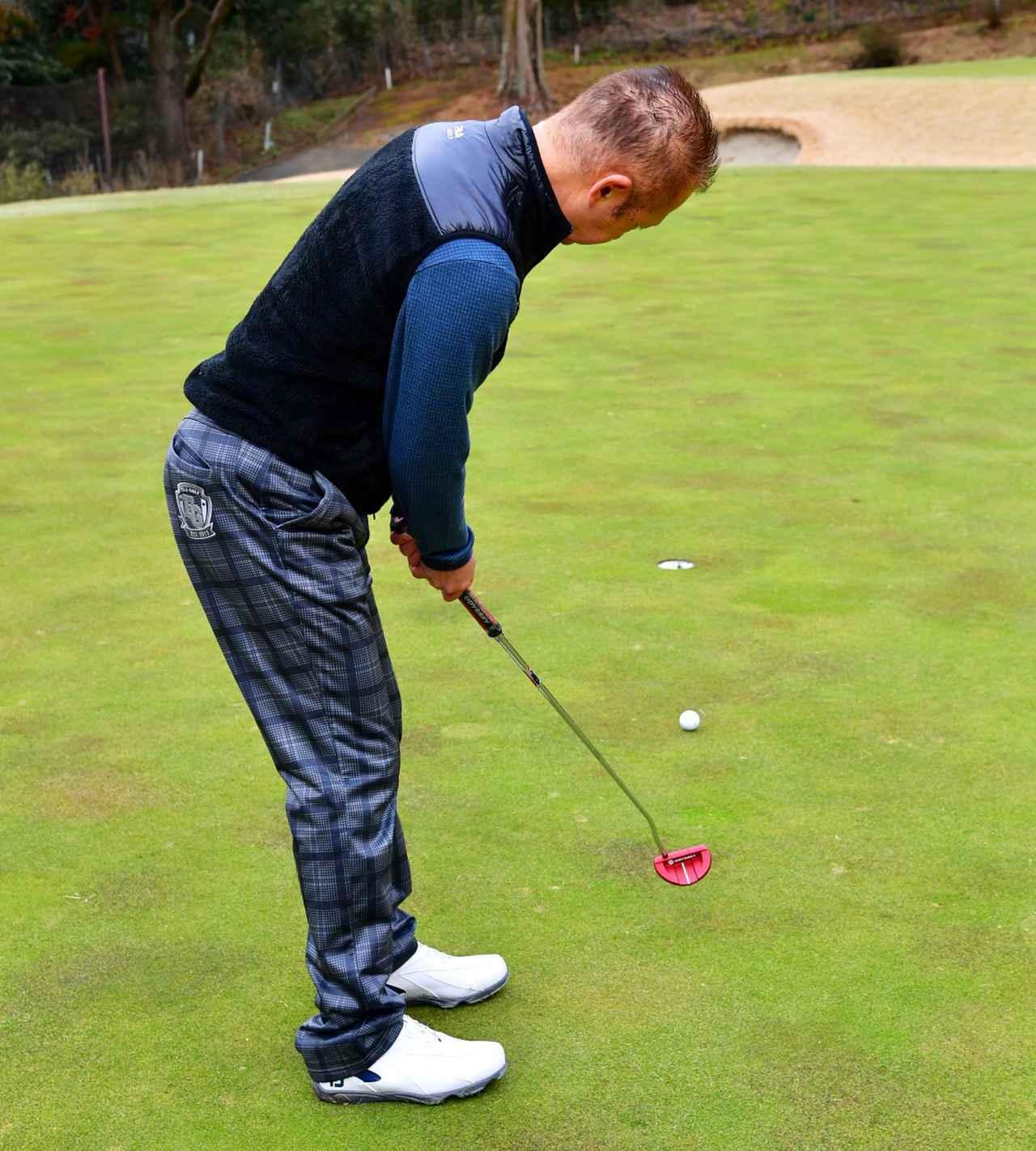 画像: グリーンが小さく傾斜も強いのでショートパットも油断できない。「目標へ正確に打ち出せるよう2メートルのまっすぐを繰り返し練習しました」