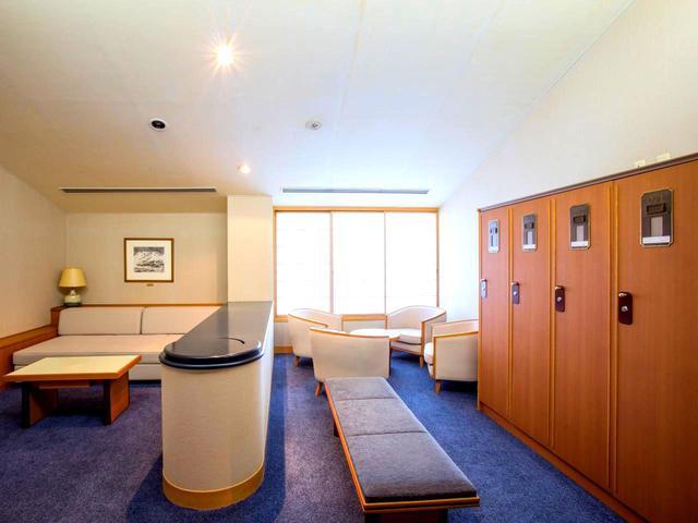 画像: コンパートメントロッカー。男性16室、女性4室