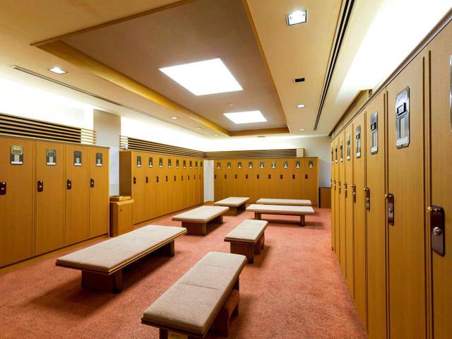 画像: 一般ロッカーは男女とも20〜30本ずつの部屋に区切られている。男性380本、女性155本