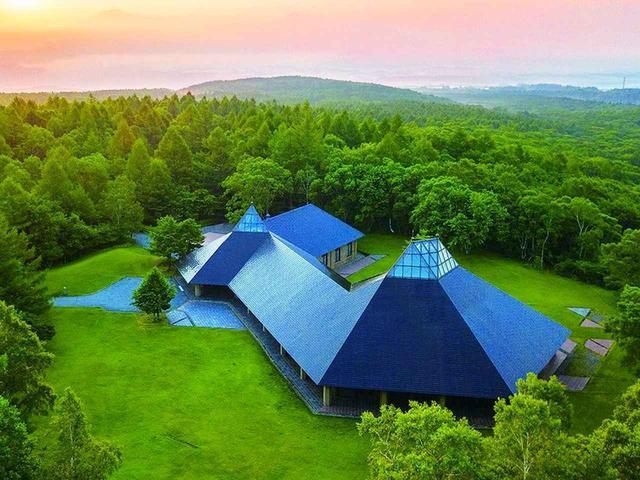 画像1: 木造の温もり、音色、美しい八ヶ岳高原音楽堂(公式Facebookより)