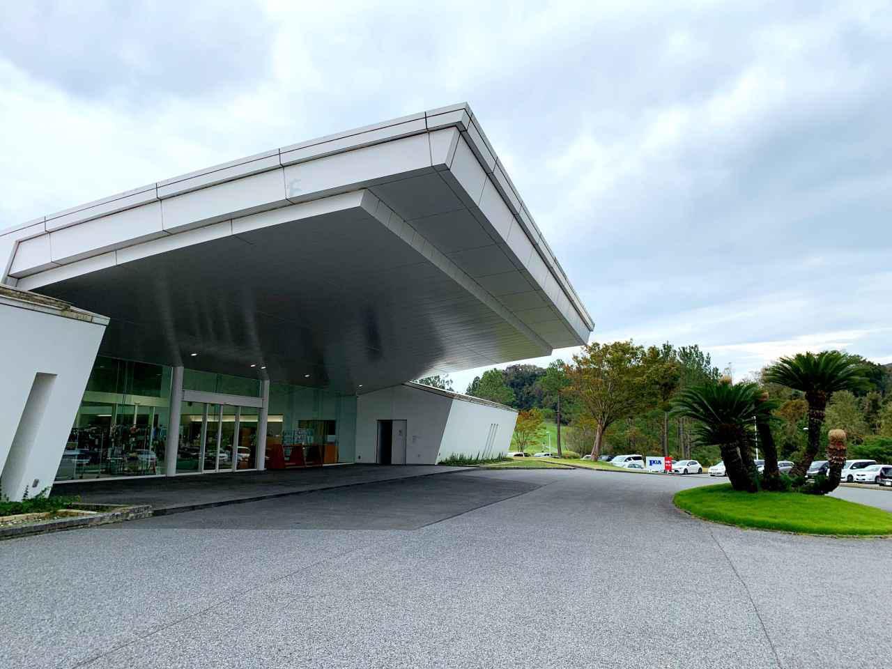 画像: ジャパンPGAゴルフクラブのクラブハウス玄関