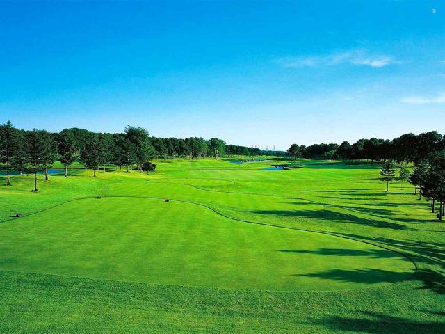 画像: 北海道クラシックゴルフクラブ(10番・525Y・P5)フェアウェイセンターに小川が横切る。左右いずれかのフェアウェイを狙ってティショット
