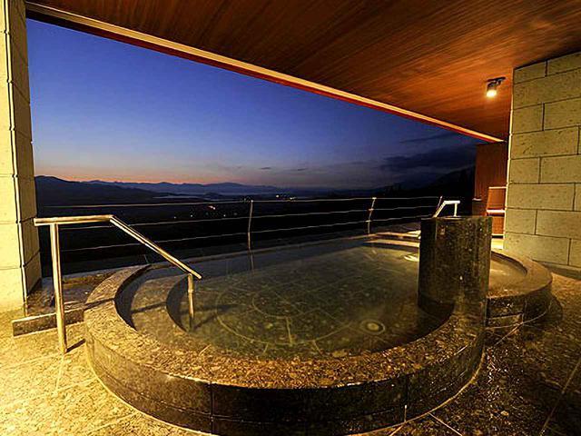 画像: 赤倉観光ホテル 露天風呂付大浴場