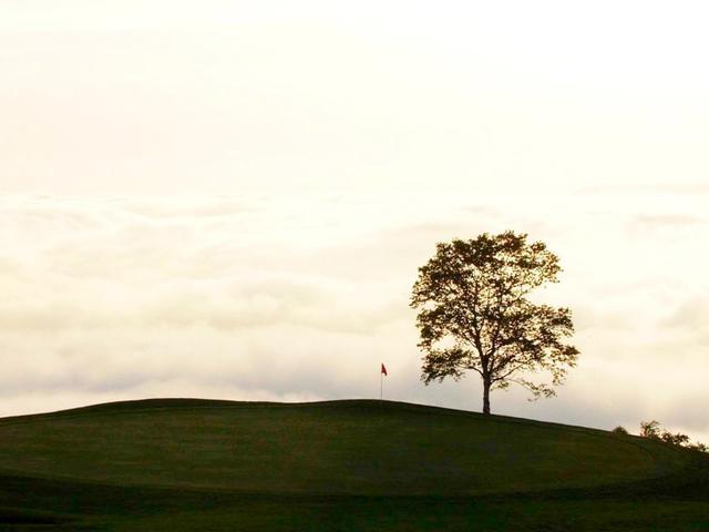 画像: ゴルフ場の周りに雲海がでることも