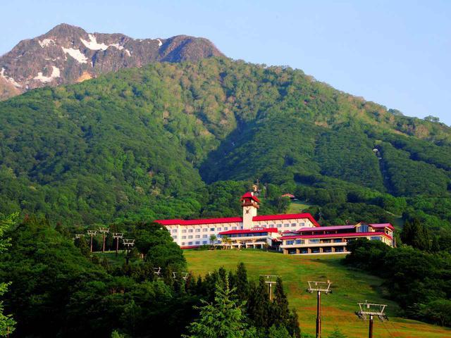画像: 赤倉観光ホテル 日本百名山の火打山のある妙高高原に建つ