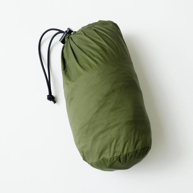 画像: 畳んで付属の巾着に収納可能