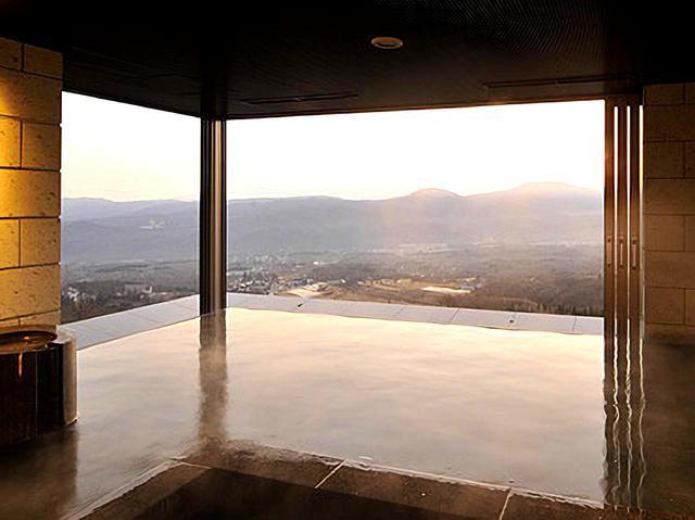 画像: 大浴場 妙高の絶景が広がります