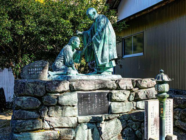 画像: 第12番札所・焼山寺にある衛門三郎像