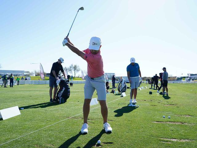 画像1: 【スウィングづくり】PGAツアーの選手はとにかくウェッジで練習!! 短い番手を極めるとぶ厚いインパクトが手に入る!
